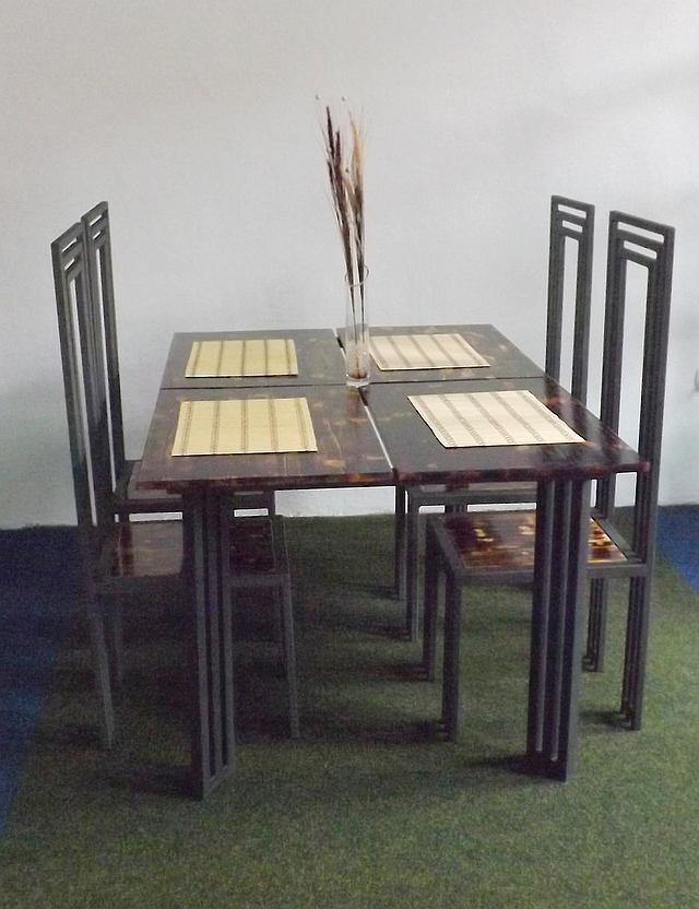Stůl a čtyři židle